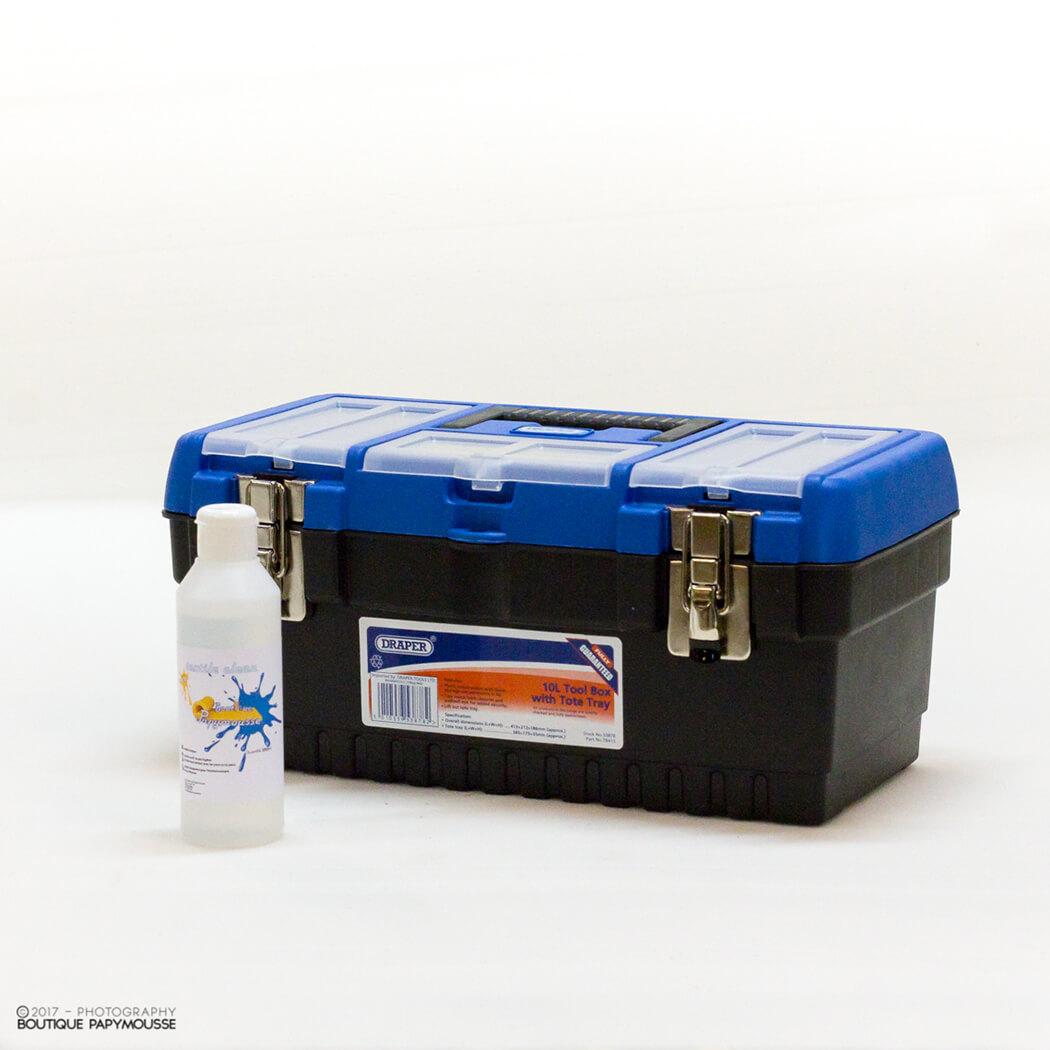 Boite à outils 10L rectangulaire portable bleu et noir avec bouteille de nettoyant tissu
